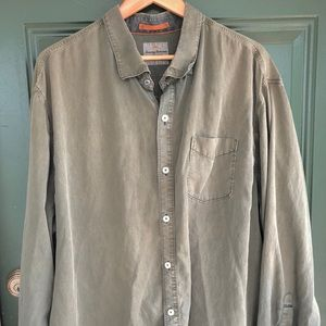 Tommy Bahama Shirts - Tommy Bahama lightweight tencel blend button down